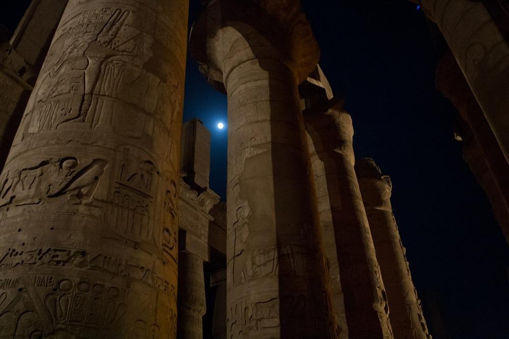 columns-420749_1280.jpg